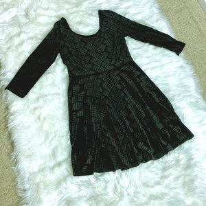 Soprano Swoop neck/back black dress S L